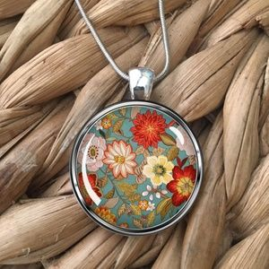 Jewelry - Very Pretty Floral Pendant Necklace, NEW